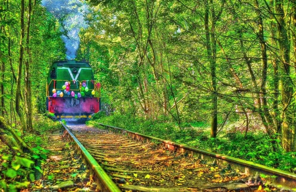 Потяг в Тунелі кохання