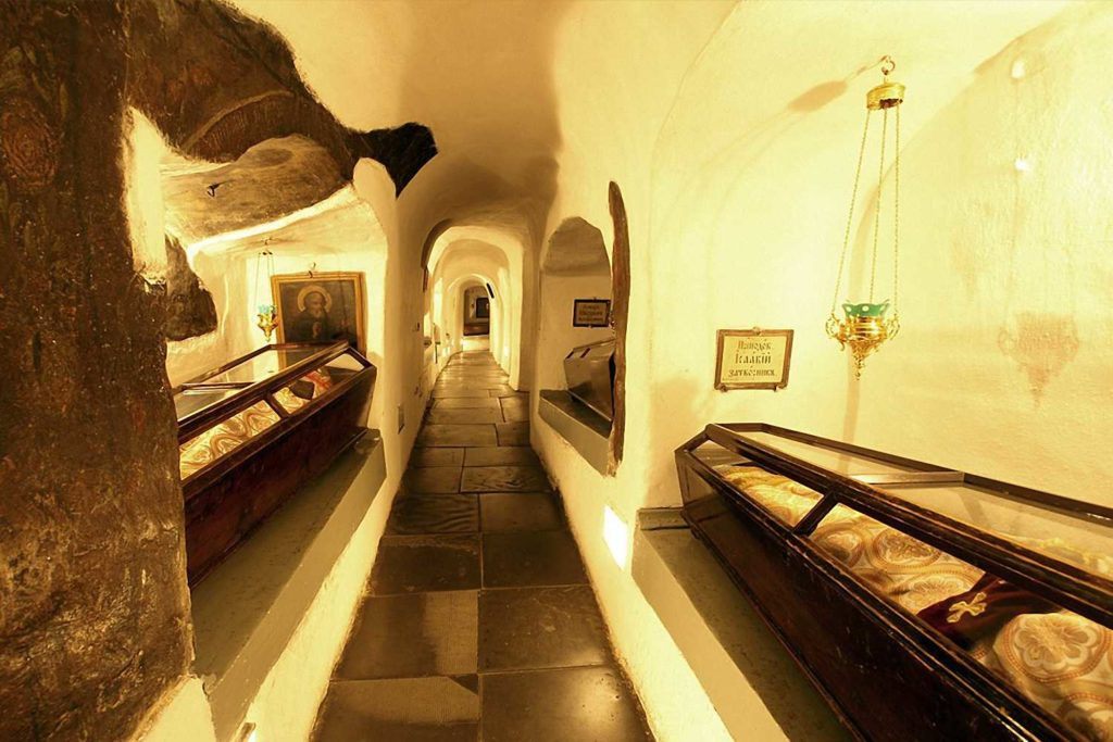 Мощі святих в печерах Лаври