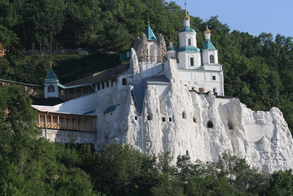 Монастир на крейдяних горах