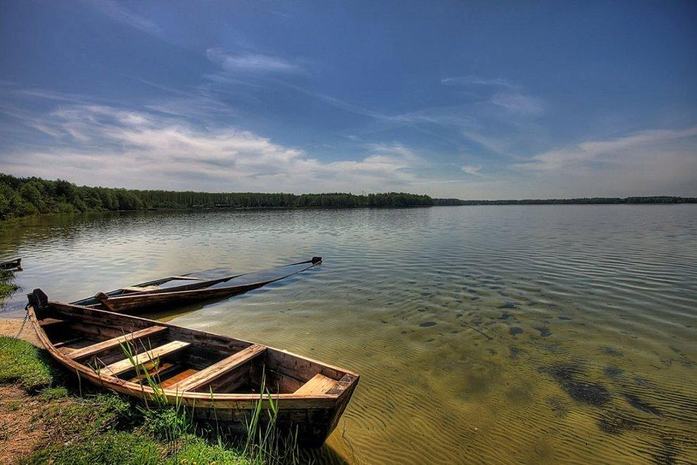 Старий човен на озері Світязь