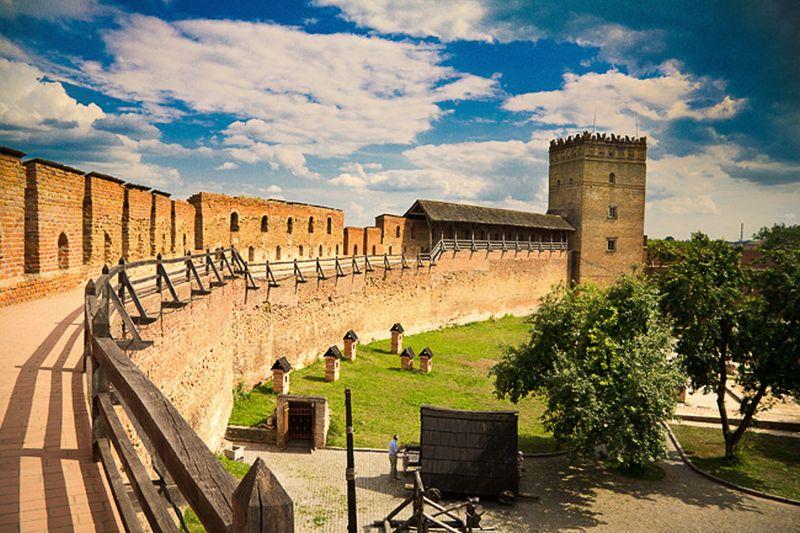 Стіни фортеці