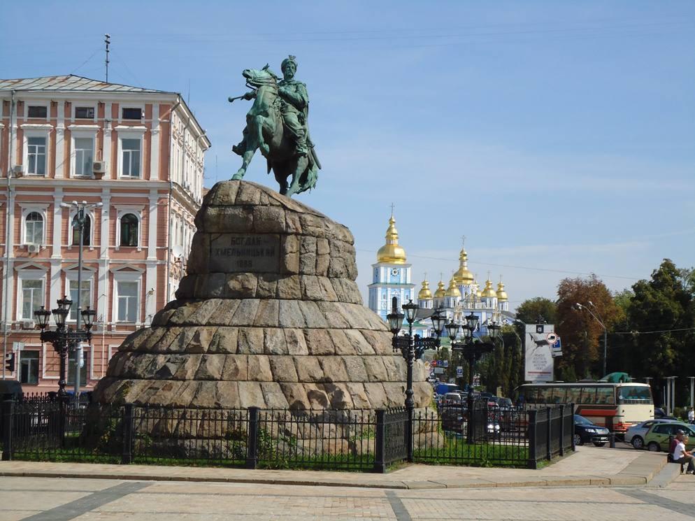 Пам'ятник Богдану Хмельницькому на Софіївській площі в Києві