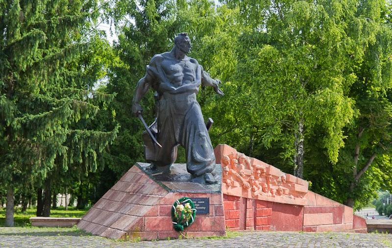 Пам'ятник Северину Наливайко в Гусятині