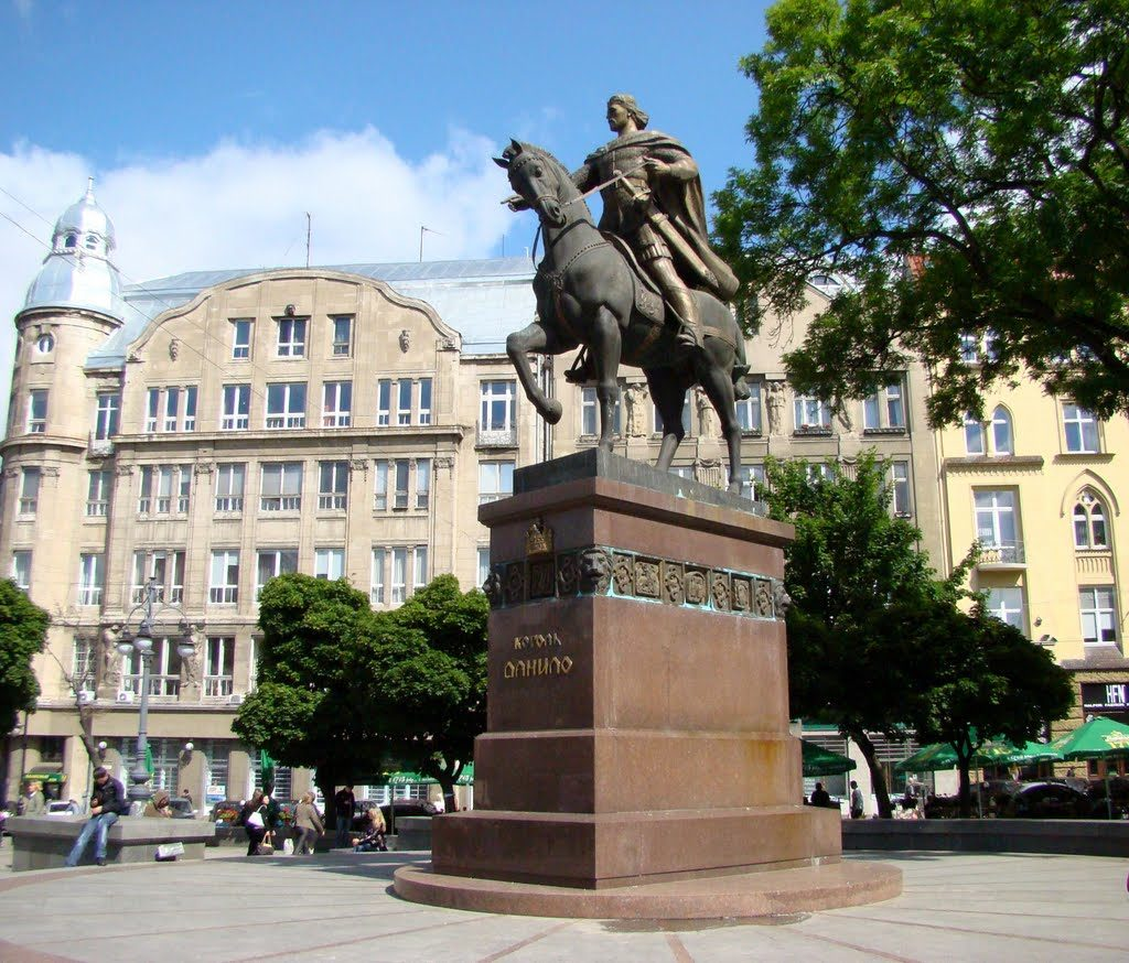 Пам'ятник Данилу Галицькому у Львові